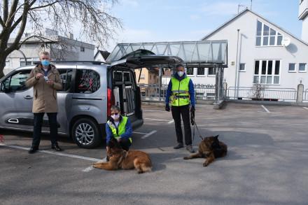 Spende Bürgerstiftung für Nachbarschaftshilfe mit Personensuchhunden